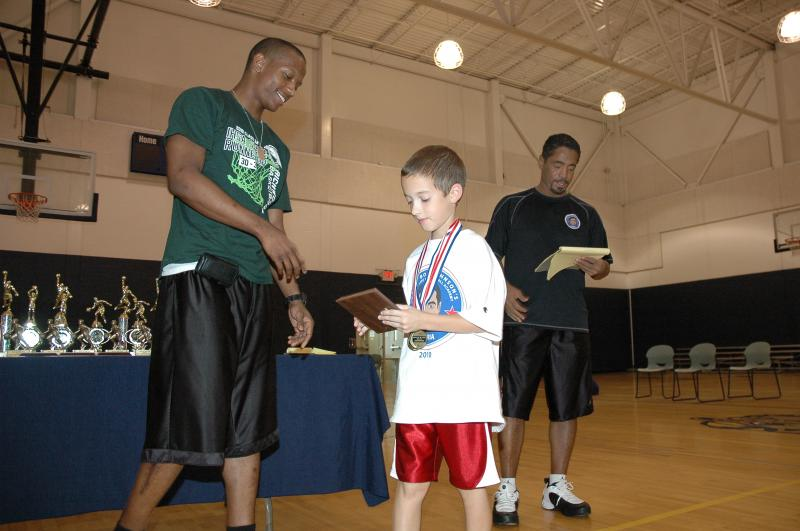 """Eric Gray(The Little Giant) recieves the Aaron Davis """"Passion"""" Award from Aaron"""